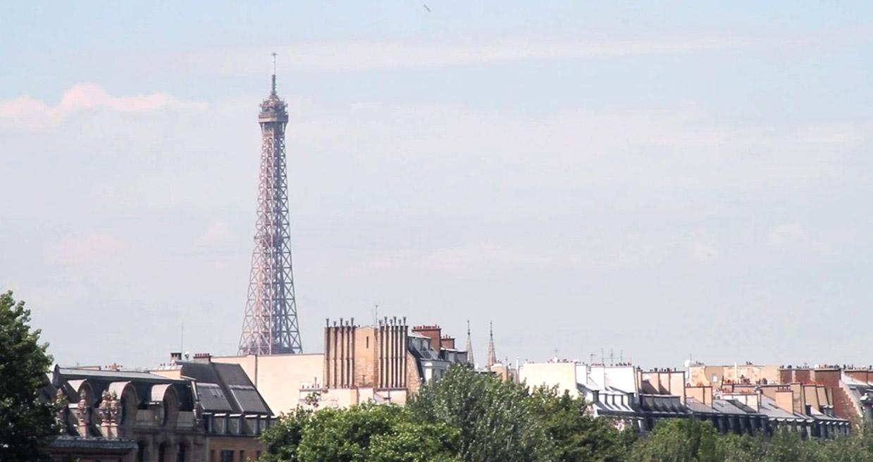 Paris, vue des quais, toits et ciel